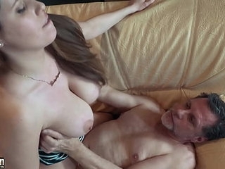 Teen gets open mouth cumshot and swallows 10 min